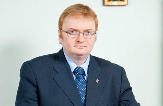 Милонов обвинил молодых родителей