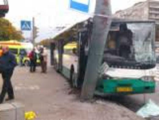 автобус заблокировал движение