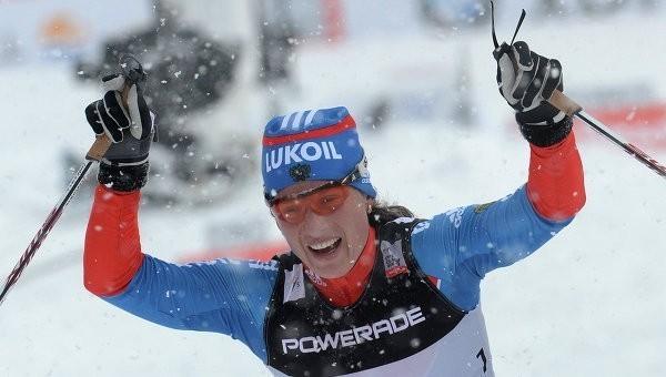 Лыжница Чекалева завоевала золото в скиатлоне