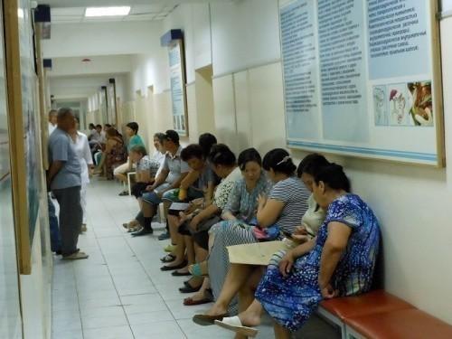 Медицинский полис для мигрантов в Москве подешевел