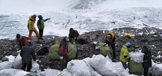 Эверест закрыли из-за мусора