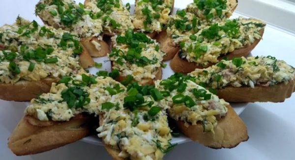 Бутерброды с сыром и печенью