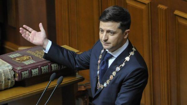 Президент Владимир Зеленский внес в Верховную Раду постановления