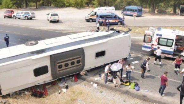 В Турции перевернулся автобус
