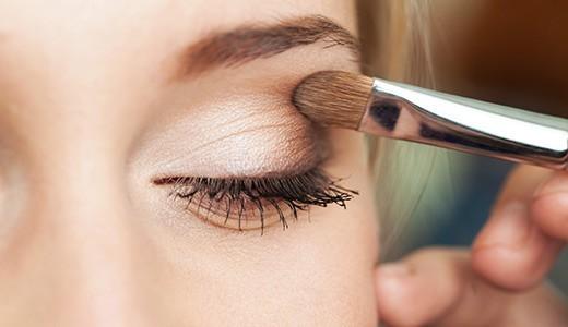 Макияж глаз с помощью теней
